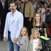 Las infantas Leonor y Sofía visitan al Rey: 'Está muy bien el abuelito'