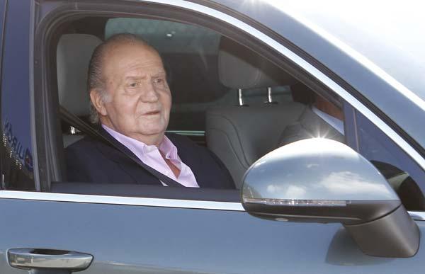 El Rey recibe el alta hospitalaria y abandona la clínica Quirón: 'Estoy muy bien. Estupendamente, gracias'