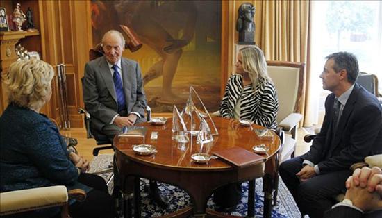 El Rey escucha a las víctimas del terrorismo: 'Sé que estáis pasando momentos difíciles'