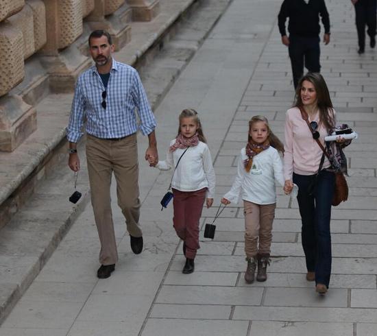 Tras visitar Granada, los Príncipes y sus hijas sorprenden a los vecinos de Almería