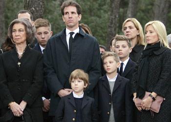 Los Príncipes de Asturias se unen a la Reina y las infantas Elena y Cristina en el emotivo funeral en memoria del rey Pablo en Tatoi