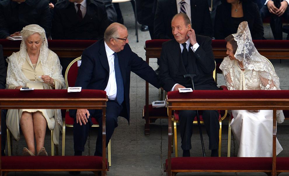 Los Reyes conocen al papa Francisco en la canonización de Juan XXIII y Juan Pablo II