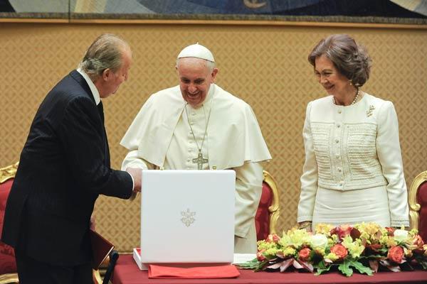 Reyes de España y Papa Francisco