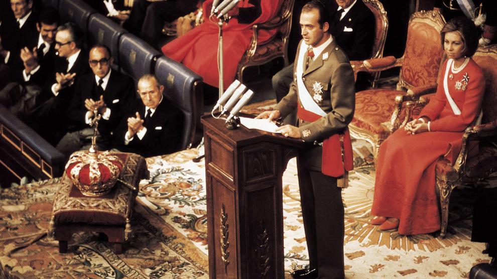 Momento histórico de la coronación de don Juan Carlos como Rey de España