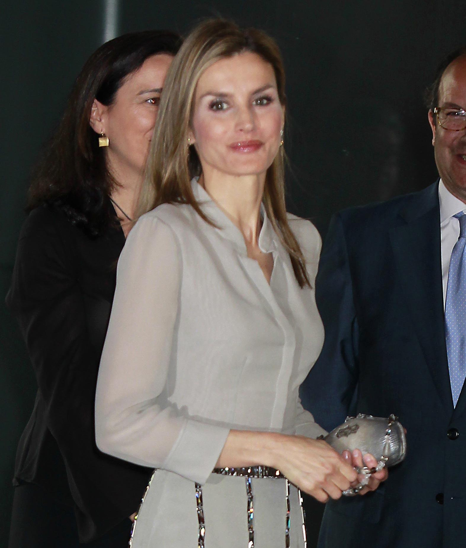 La futura reina Letizia muestra su apoyo a la moda española