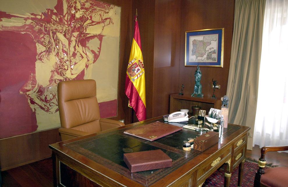 Don felipe y do a letizia en la intimidad de su casa for Imagenes de despachos en casa
