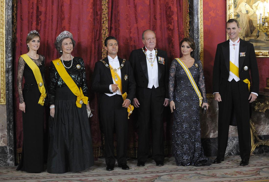 La familia real despide el reinado de don juan carlos y - Casa de los reyes de espana ...