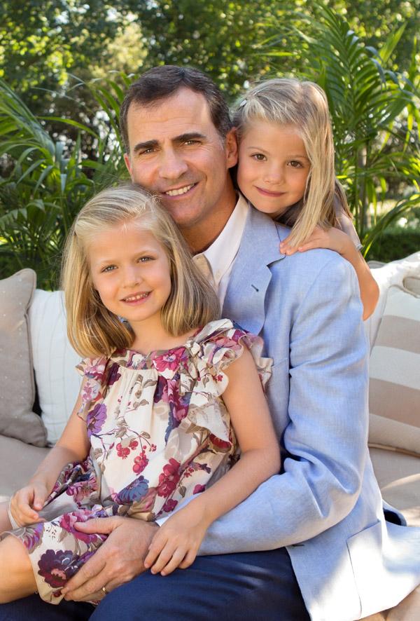 La Casa Real difunde nuevas fotos del príncipe Felipe con sus hijas