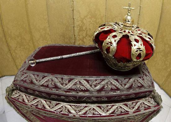 La corona y el cetro, las insignias reales ante las que Felipe VI será proclamado Rey