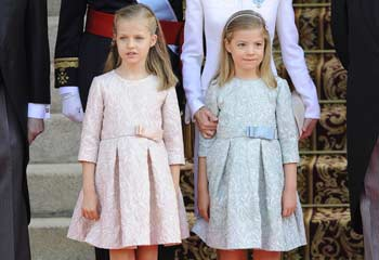 La princesa Leonor y la infanta Sofía, en rosa y verde, para la proclamación