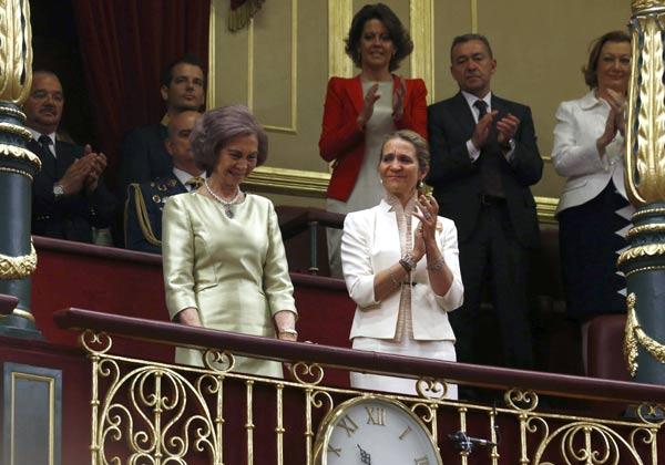 Doble reconocimiento para la reina Sofía: las Cortes y el Rey le rinden homenaje