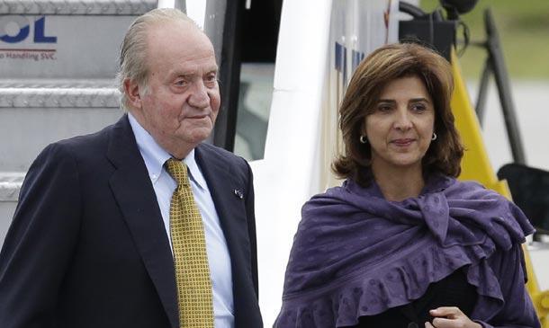 El rey Juan Carlos llega a Colombia, su primer viaje oficial tras su abdicación