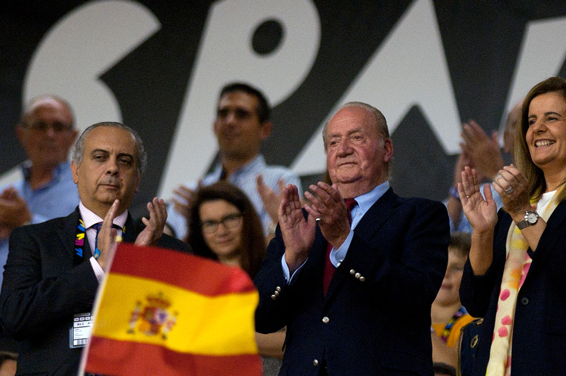Don Juan Carlos reaparece mostrando su apoyo a la selección española de baloncesto
