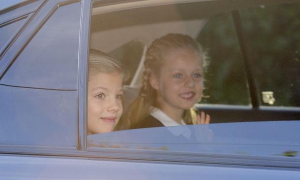 Los Reyes acompañan a la Princesa de Asturias y la infanta Sofía en su vuelta al cole