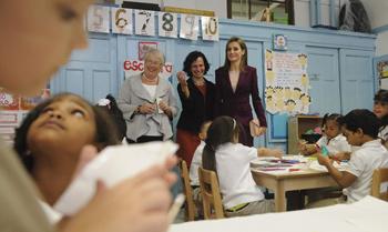 Los Reyes se comprometen con la educación en su primer día en Nueva York