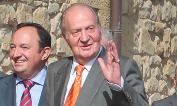 El rey Juan Carlos ve 'bien' la labor desarrollada por su hijo, el rey Felipe VI, y declara que le da consejos