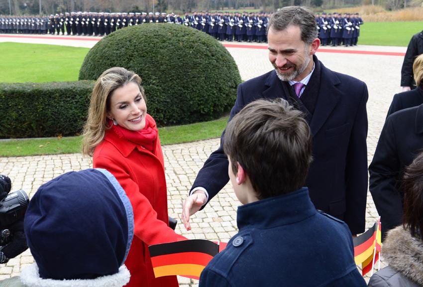 Los Reyes emprenden su primera visita oficial a Alemania entre elogios