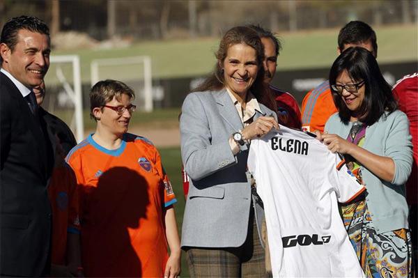 La infanta Elena apoya en Paterna a futbolistas con discapacidad intelectual