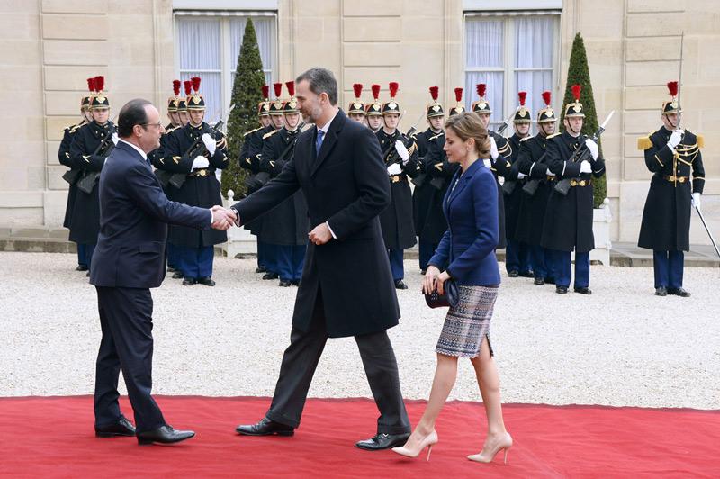 Los reyes regresan a espa a tras asistir al gabinete de for Aereo barcelona paris