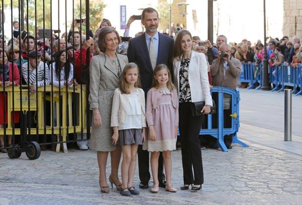 La princesa Leonor y la infanta Sofía, protagonistas de la misa de Pascua