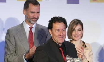 Los Reyes, cómplices y encantados en unos premios de periodismo