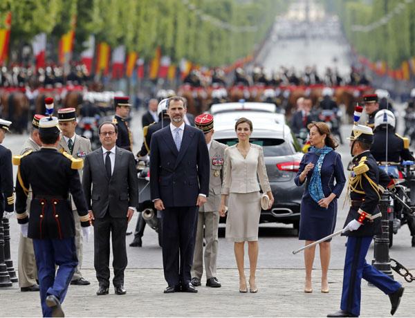 Los Reyes reciben todos los honores en su primera visita de Estado a Francia