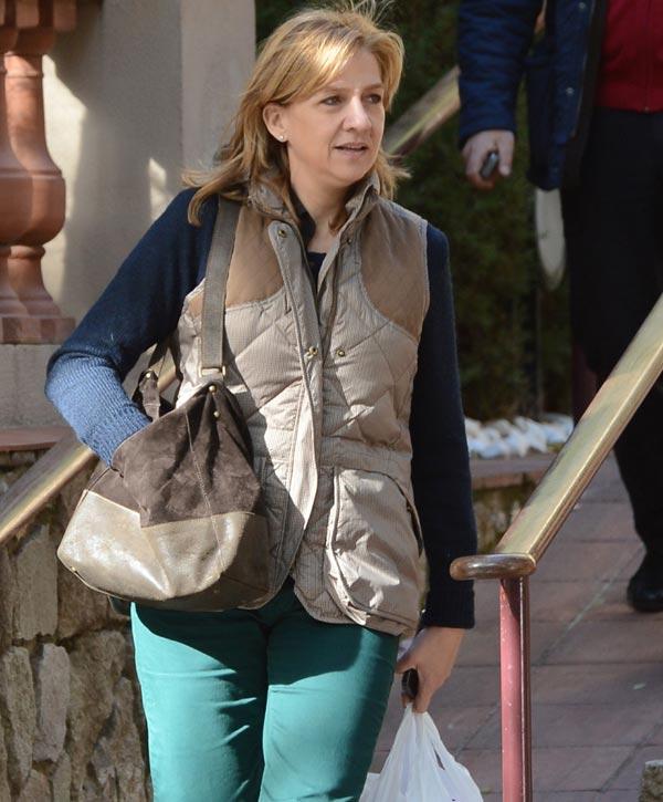 Zarzuela asegura que la Infanta renunció tras la llamada de don Felipe anunciándole su decisión
