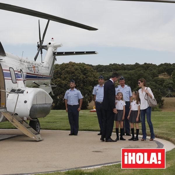 En ¡HOLA!: Entramos en la vida familiar de Felipe VI al cumplirse un año de su reinado