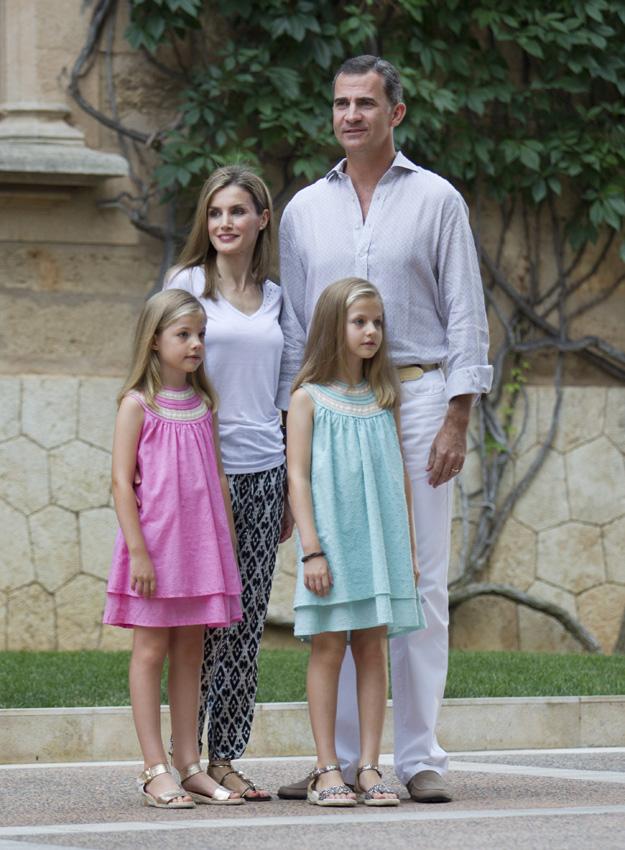 ¿Cuánto mide la Reina Letizia Ortiz? - Altura - Real height Posadoreyesmallorca2-gtres--a