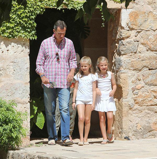 El Rey ya está en Marivent con sus hijas, a la espera de que llegue la reina Letizia