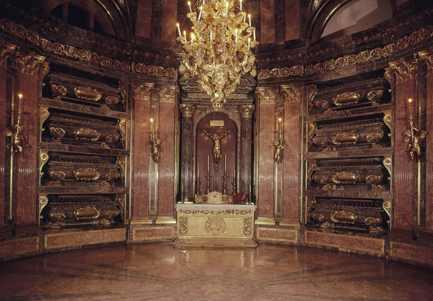 El Panteón Real de El Escorial, última morada de Reyes, Príncipes e Infantes ...