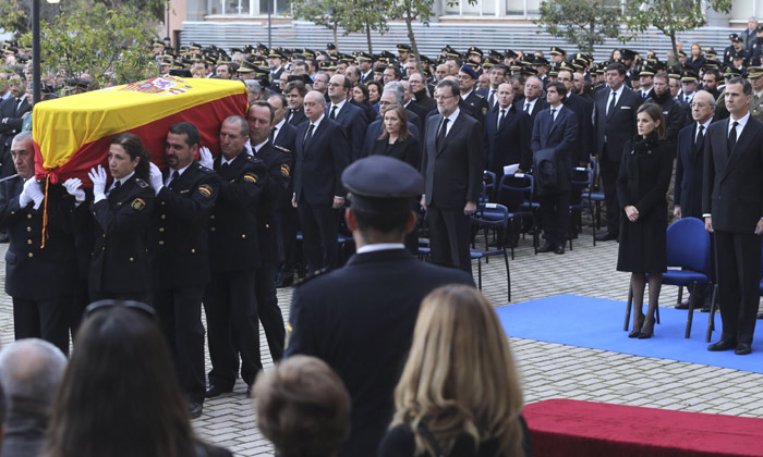 Los Reyes presiden el funeral por los dos policías asesinados en Afganistán