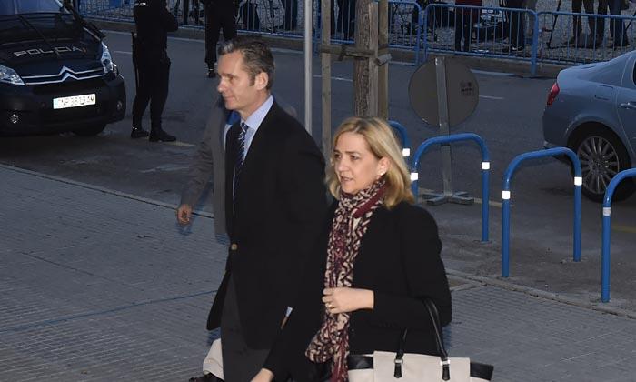La infanta Cristina e Iñaki Urdangarin se sientan en el banquillo en el primer día de juicio del caso Nóos