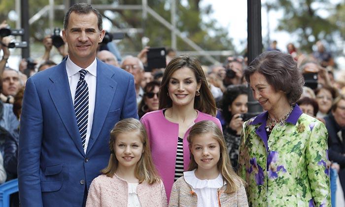 La princesa Leonor y la infanta Sofía, alegría primaveral en la Misa de Pascua de Palma