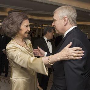 La reina Sofía dedica un cariñoso recuerdo a Isabel II por su 90º cumpleaños en la gala del centenario de la British-Spanish Society