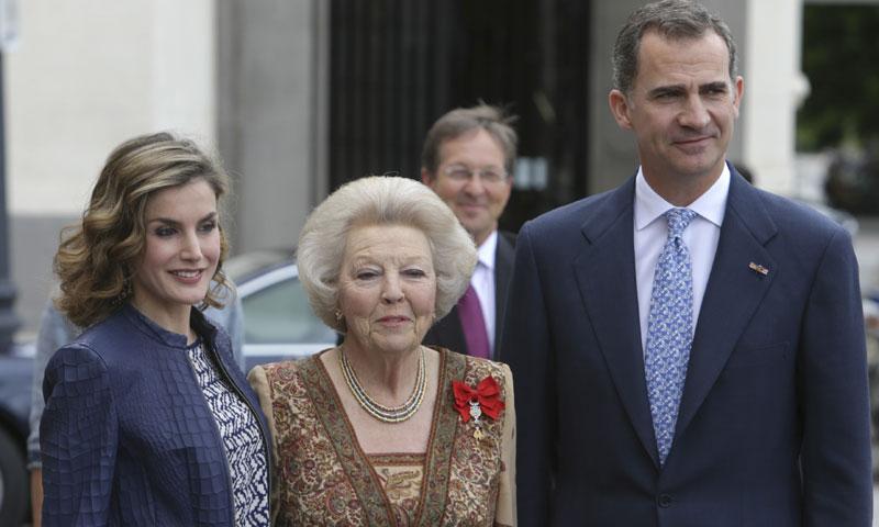 Los Reyes obsequian a Beatriz de Holanda con un almuerzo en el Palacio de la Zarzuela tras su visita de 'El Bosco' en el Prado