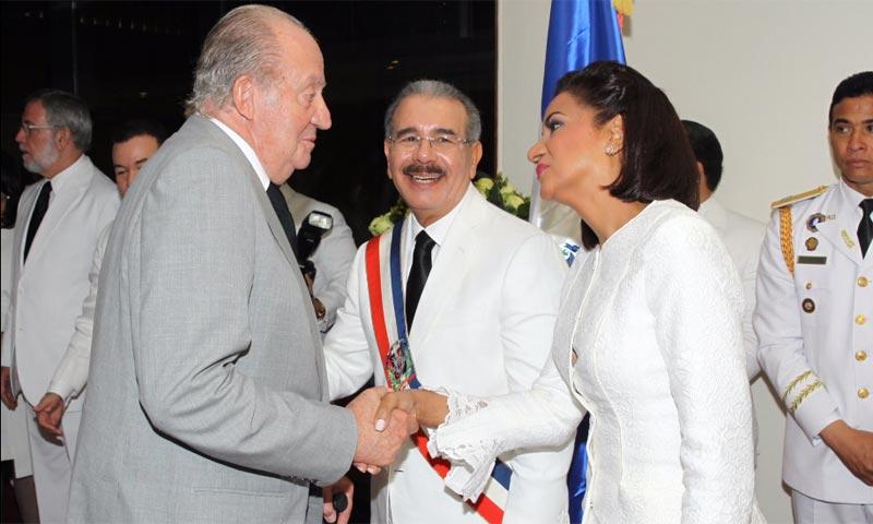 De los viajes de placer del rey Juan Carlos a la singular etiqueta en la toma de posesión del Presidente de la República Dominicana