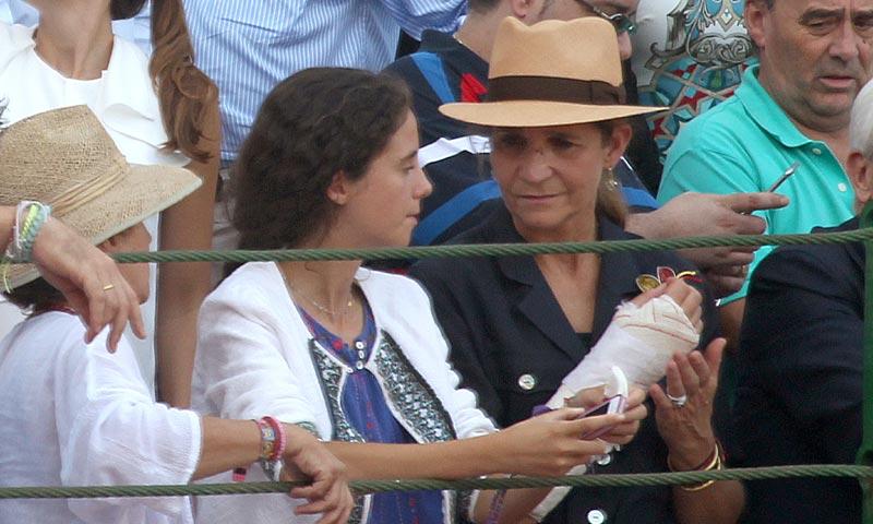 La infanta Elena reaparece tras su accidente de equitación en el homenaje al torero Víctor Barrio