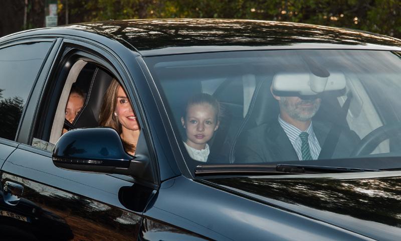 La princesa Leonor y la infanta Sofía vuelven al cole acompañadas por sus padres
