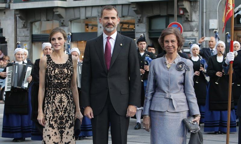 El recuerdo del rey Felipe a sus hijas Leonor y Sofía en la entrega de los Premios Princesa de Asturias