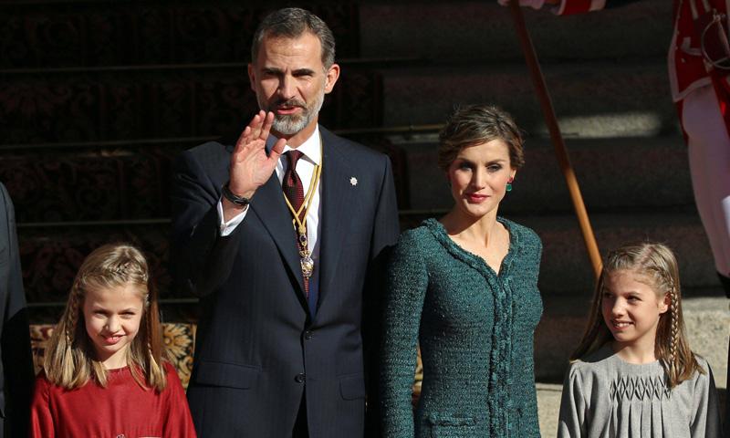 El Rey, acompañado de la Reina y sus hijas, preside la apertura de las Cortes Generales
