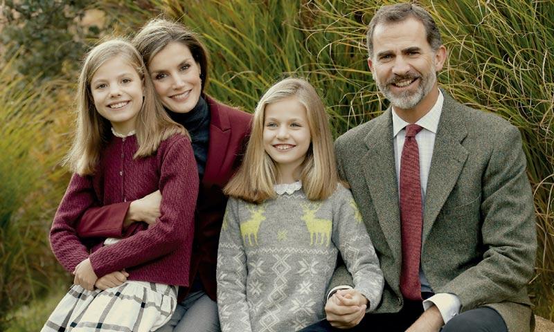 Los Reyes y sus hijas nos felicitan la Navidad