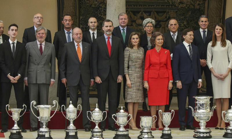 Los Reyes hacen equipo con los reyes Juan Carlos y Sofía en los Premios Nacionales del Deporte