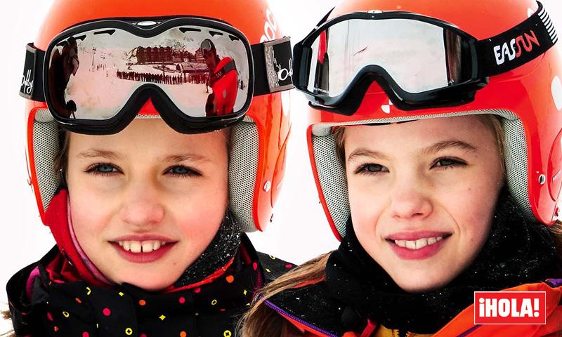 En ¡HOLA!, Leonor y Sofía protagonizan por sorpresa su primer posado en la nieve