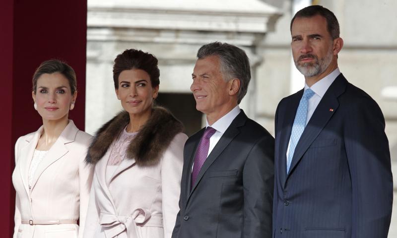 La Reina y la Primera Dama de Argentina coinciden en color y en estilo durante su primer encuentro en Madrid
