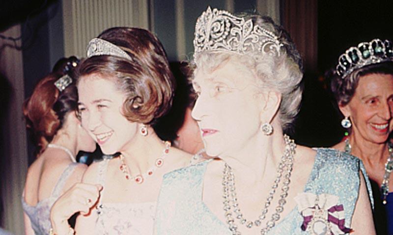 La reina Letizia se pone por primera vez la Tiara de Lis, con el emblema de los Borbones, la pieza más importante del joyero real