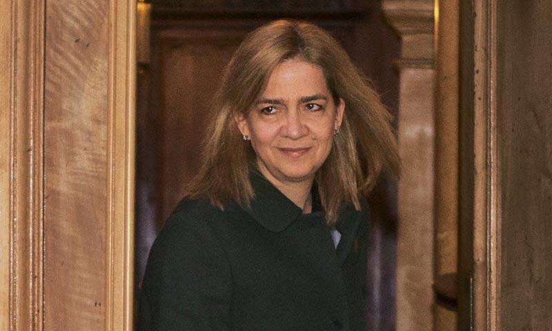 La infanta Cristina conoce en Barcelona la decisión sobre el futuro de su marido Iñaki Urdangarin