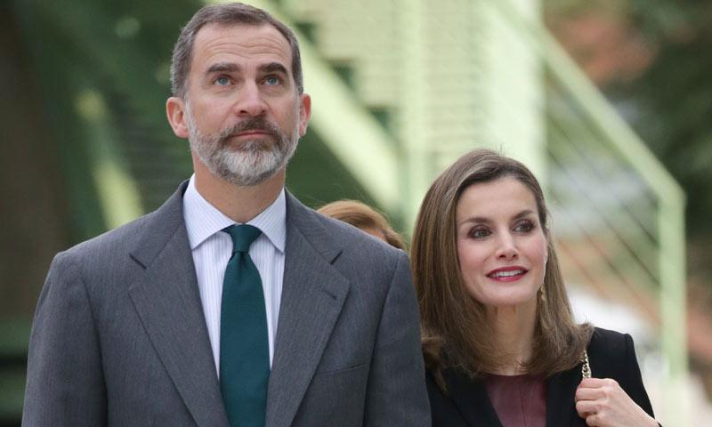 Paseos, monólogos, cena 'eco'... así ha sido la última salida madrileña de los reyes Felipe y Letizia