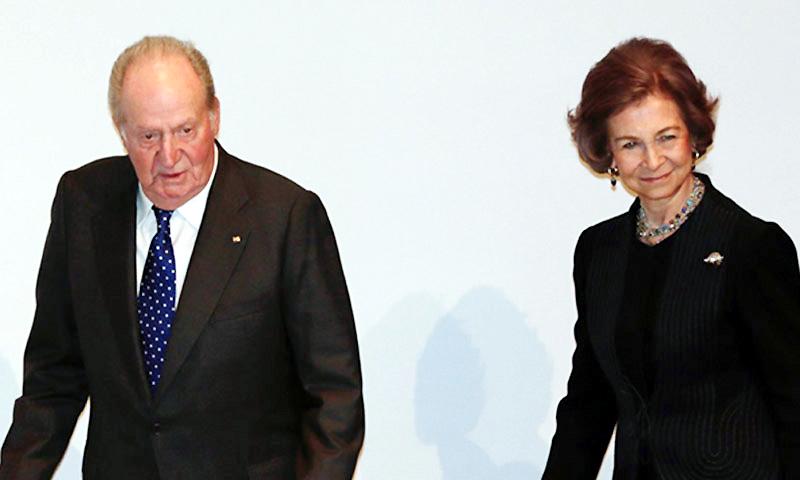 Los reyes Juan Carlos y Sofía entregan la medalla de Alfonso X a Francisco Luzón, 'ejemplo de grandeza'