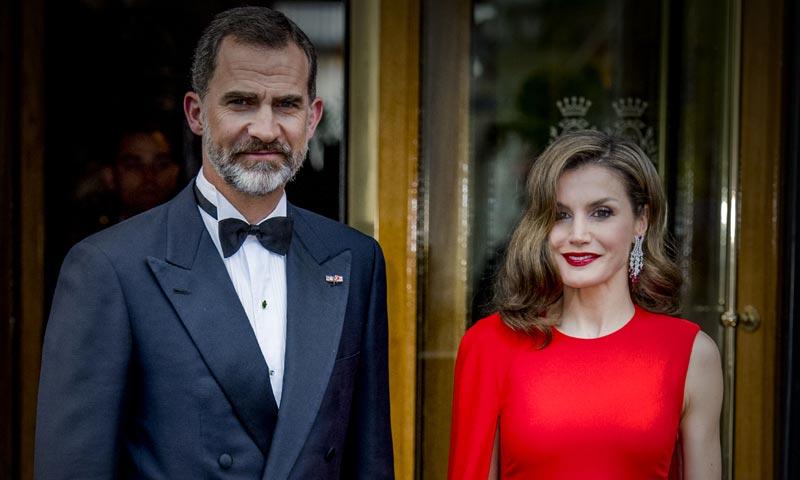 Don Felipe y doña Letizia celebran junto al rey Guillermo de Holanda su 50º cumpleaños